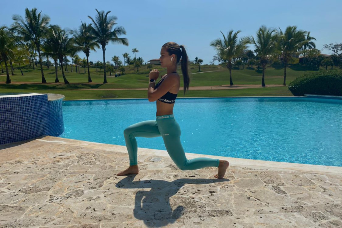 Outdoor training - lunges