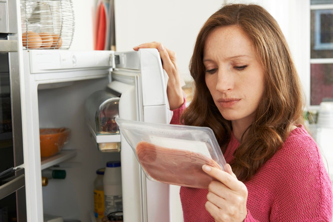 Как привести в порядок тумбочку или холодильник