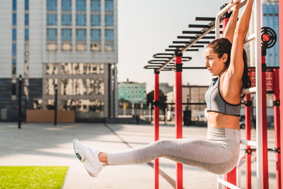 Hanging leg curls strengthen abdominal muscles
