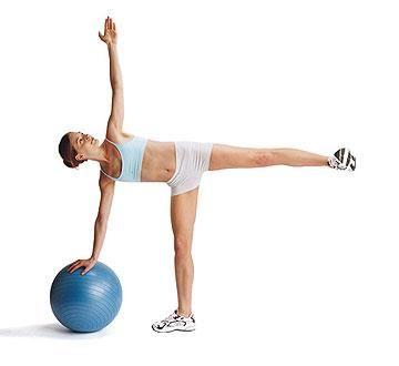 standing side split s fit míčem