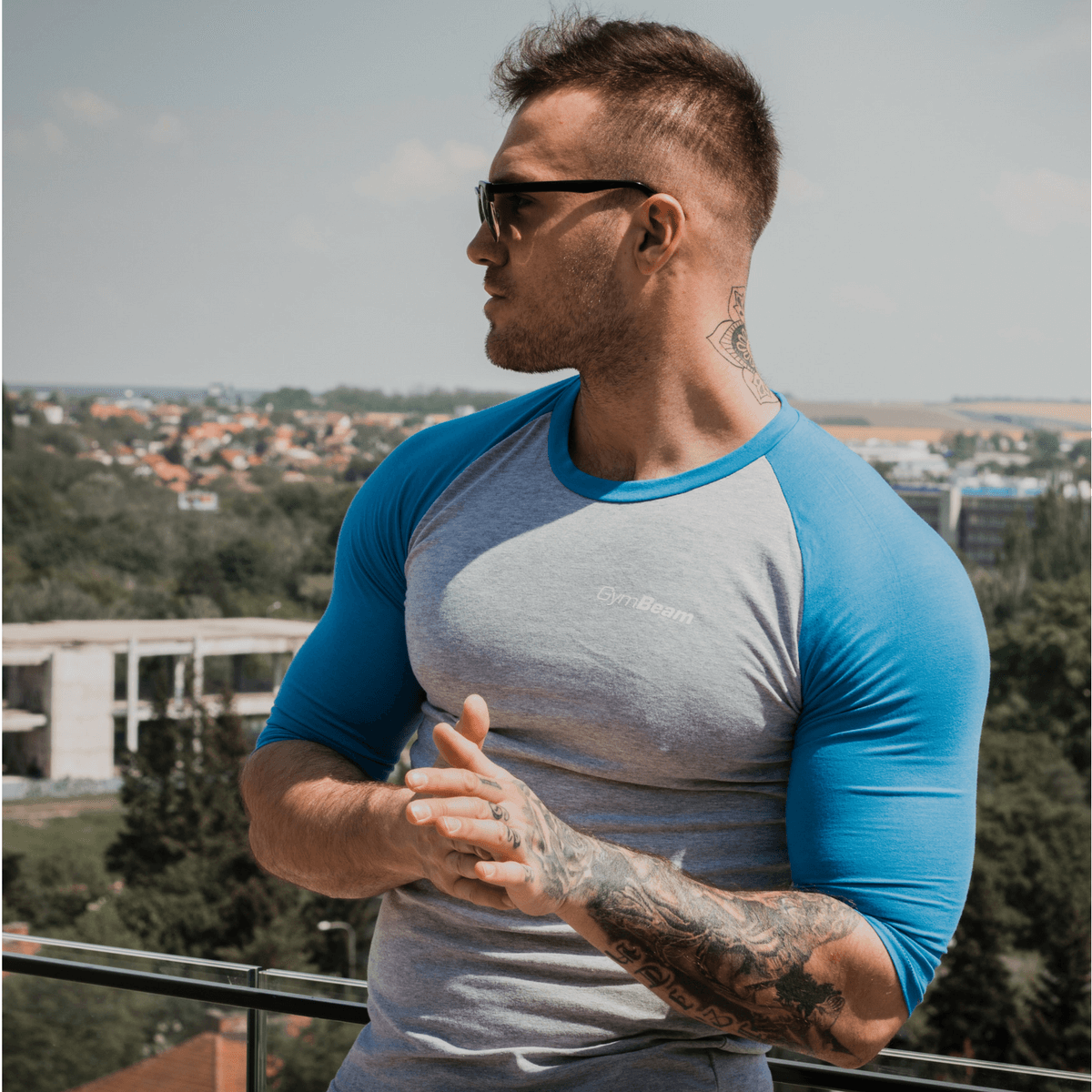GymBeam Tričko Fitted Sleeve Gray Sky Blue - S